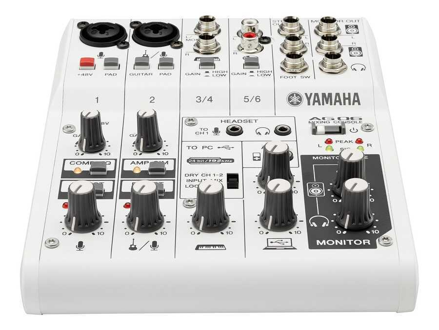 - Yamaha AG06 6 Kanal Analog Deck Mikser